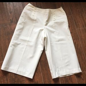 White/Cream Bermudas